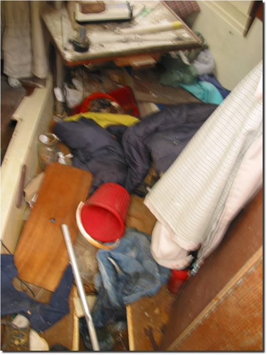 Image of Newbridge Venturer Interior mess over floor