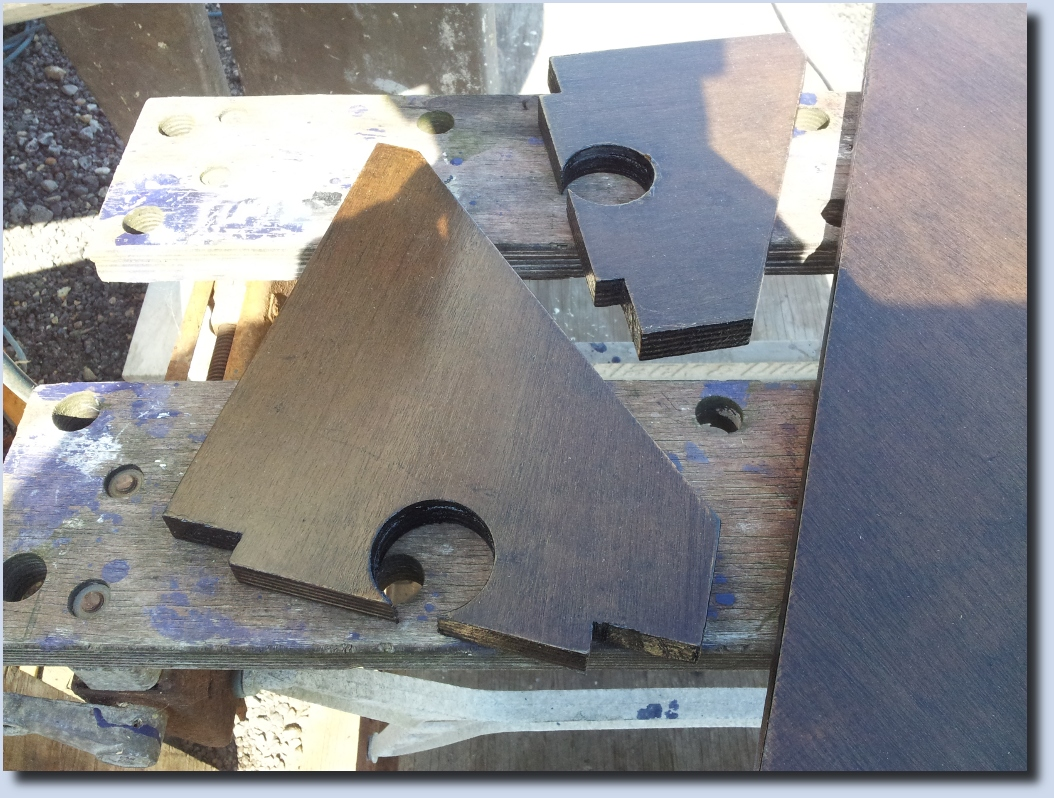 Image of the under table support brackets including cable management